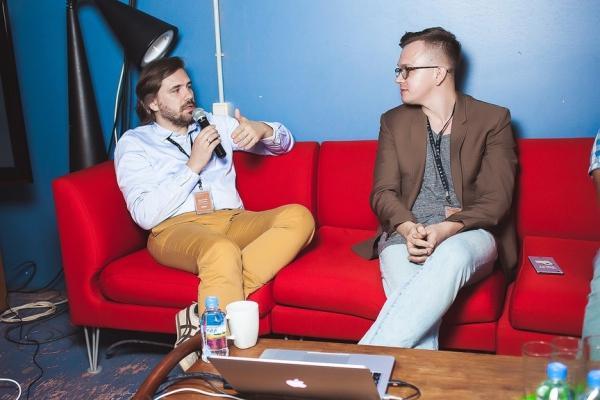 Дмитрий Яковлев, генеральный директор OZON.travel (слева) и Янис Дзенис, PR-директор компании Aviasales / Фото: Гамиля Мирхалеева