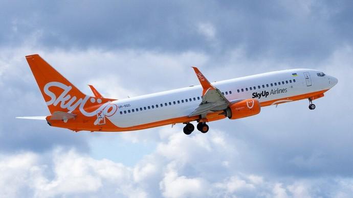 самолет skyup airlines